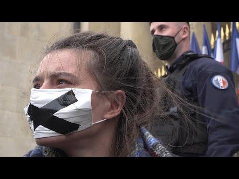 شاهد: نشطاء يتظاهرون في باريس مطالبين البرلمانيين باحترام مقترحات اتفاقية للمناخ…  - 10:58-2021 / 5 / 5