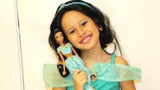 Valentina Pontes se transformando na Princesa Jasmine ♥ Play with royal princess dresses