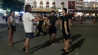 Very funny Public dance aerobics in HaNoi VietNam lol,очень смешные танцы-публичная аэробика-Ханой!!