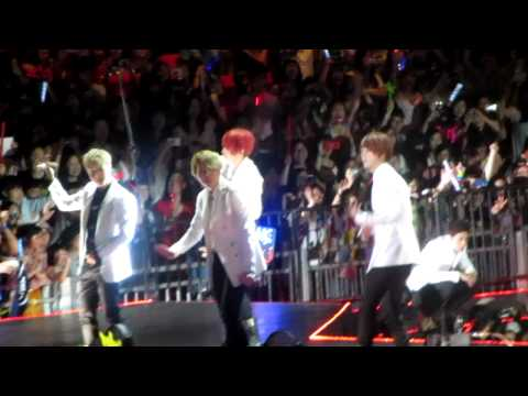 2012.6.23 Finale at Hong Kong Music Bank, everyone on stage..