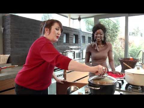 Nathalie is in the kitchen épisode 15