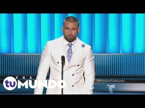 Puros aplausos por el Protagonista Favorito, Rafael Amaya!  Premios Tu Mundo 2015  Entretenimiento