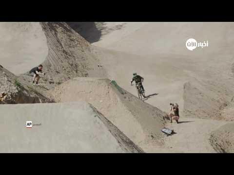 لقطات مثيرة.. سائقو دراجات هوائية يحبسون الأنفاس بقفزاتهم الخطرة  - نشر قبل 17 دقيقة