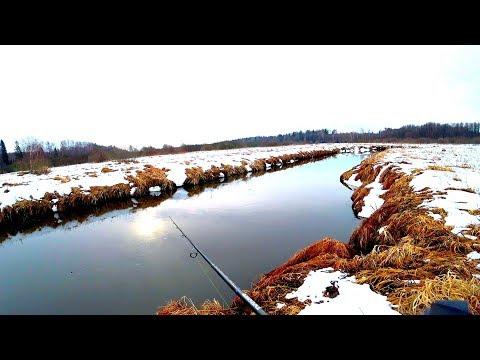 ЭТОЙ рыбалки я ЖДАЛ ВСЮ ЗИМУ! Весенний жор щуки на малой реке! Весенний спиннинг в марте!