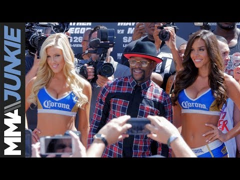 Floyd Mayweather makes grand arrival for