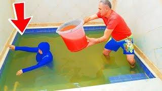 POOL in SLİME PRANK! KOCAMAN Kova Dolusu SLİME'I And Ketchup Havuzun İçinde Kerem Kafasına ÇAKTIK 12
