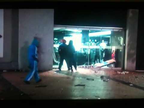 Birmingham Riots 2011 - Looter falls over = HILARIOUS