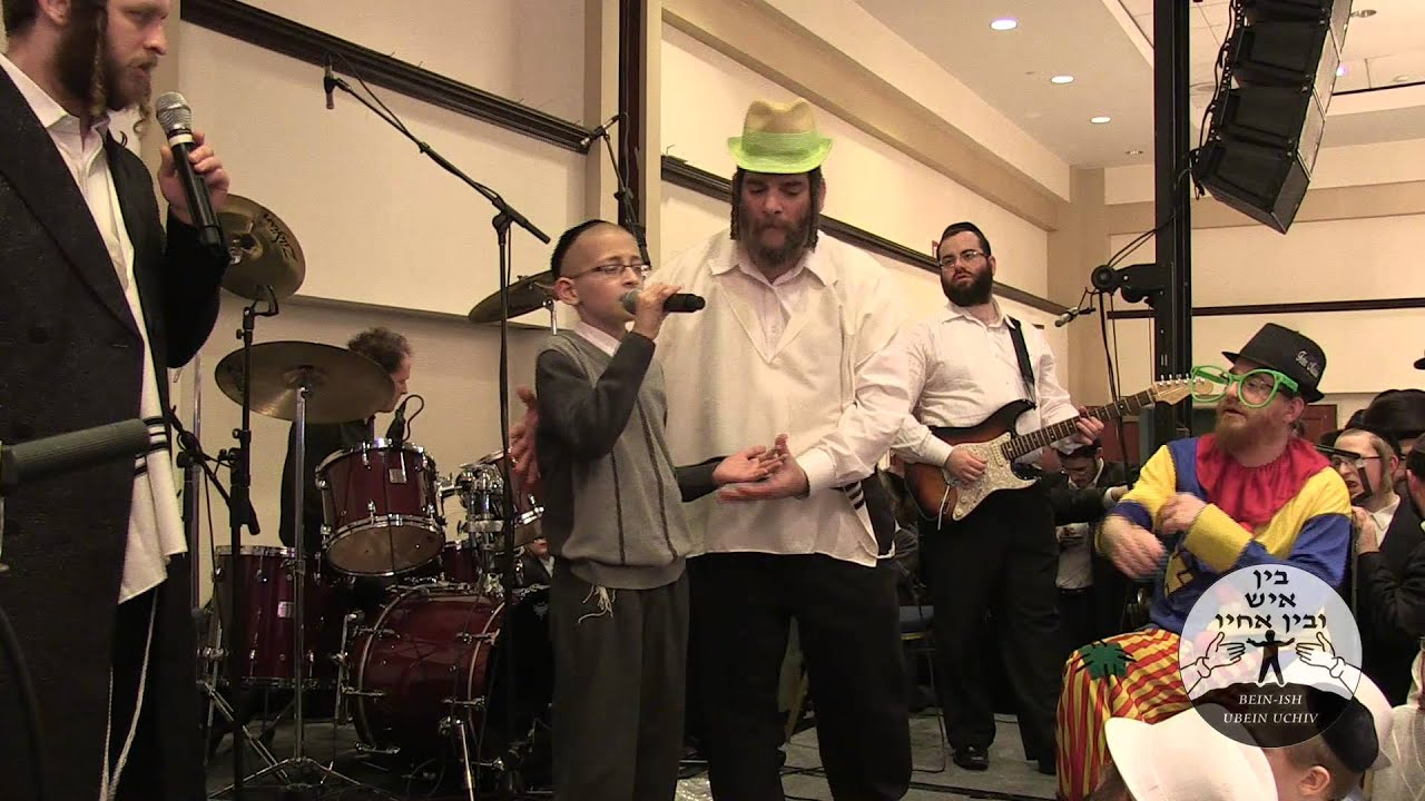 Shmuly sings at Bein Ish Ubein Uchiv 2012 (OFFICIAL VIDEO)