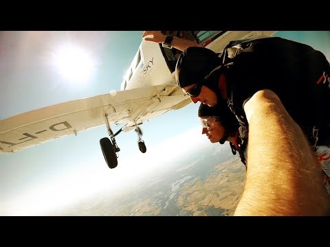 Tandem Skydiving - 4000m/13000ft GoJump Berlin-Gransee (Tandemsprung)