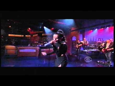 Selena Gomez - Slow Down - Letterman 10-17-2013