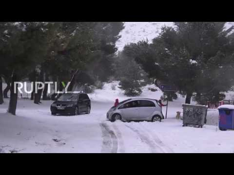 Greece: Rare snowfall paints central Athens white
