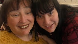 Asmr - Pampering my Mum for her birthday. Scalp/Neck massage / face brushing / chats !
