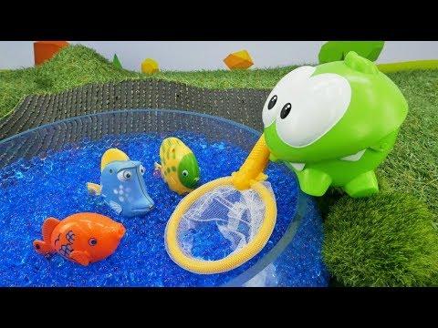 Çocuklar Için Video. Om Nom Balıklara Havuz Yapıyor!