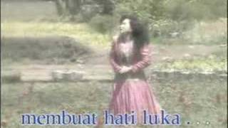 Download lagu mawar berduri oleh tetty kadi Mp3