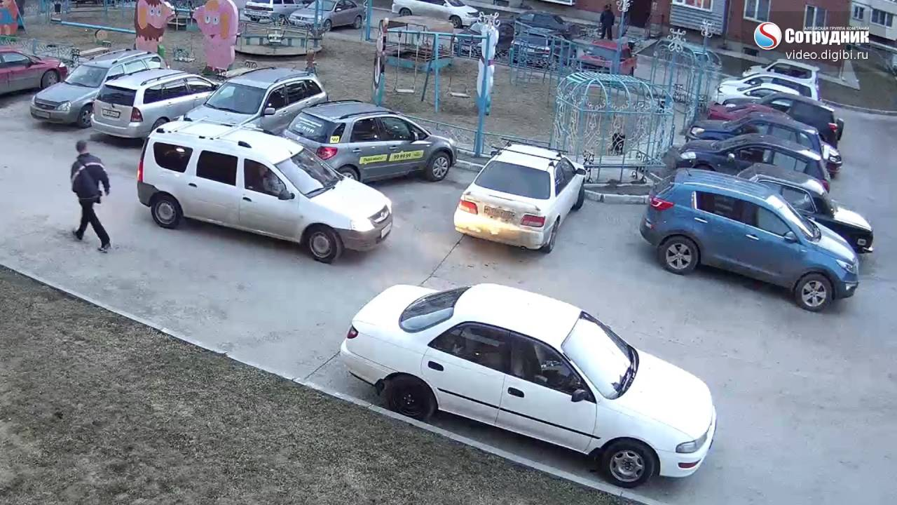 ДТП в Бийске на парковке