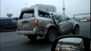 Spacy.Tv - Разбитая машина едет по дороге