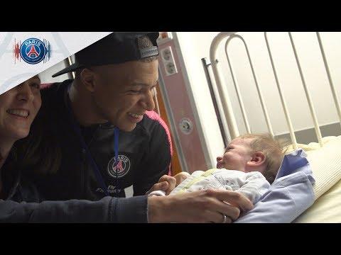 Les joueurs en visite auprès des jeunes patients de l'hôpital Necker Enfants malades