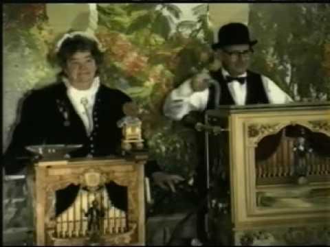 Warum weinst du holde Gärtnersfrau.  Original Drehorgel-Duo Irmgard & Horst.