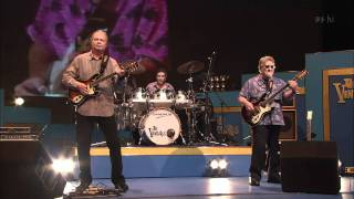 Repeat youtube video The Ventures - 2009 Special Medley 【HD】 ザ・ベンチャーズ メドレー