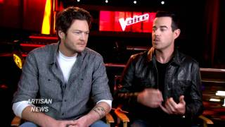 BLAKE SHELTON ASKS WHO'S THE VOICE WHEN HE'S NOT LOOKING