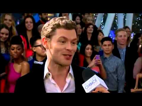 Joseph Morgan at the 2014 People's Choice Awards red carpet
