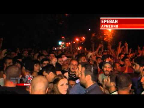 В Ереване возобновилась акция протеста, напряжение растет