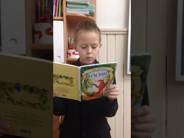Изображение предпросмотра прочтения – ДенисСарычев читает произведение «Обезьяна и зеркало» И.А.Крылова