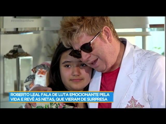 Roberto Leal reencontra netas que moram em Portugal e ganha homenagem emocionante