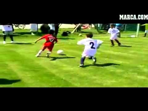 Nino Hace Maravillas Jugando Al Futbol Youtube