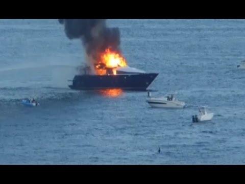 Napoli - In fiamme lo yacht di Aurelio De Laurentiis (20.09.15)