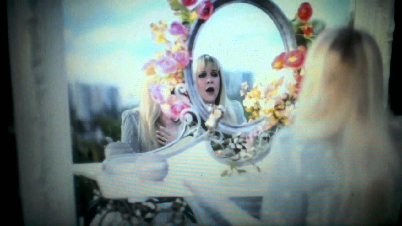The 5 Best Fleetwood Mac Songs Sung By Stevie Nicks