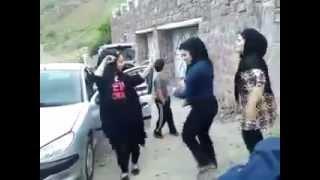 Repeat youtube video لخت شدن زن های ایرانی موقع رقص در جاده شمال