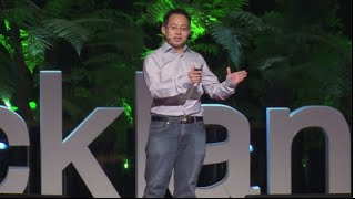 Fighting blindness with $20 and a smart phone | Hong Sheng Chiong | TEDxAuckland video