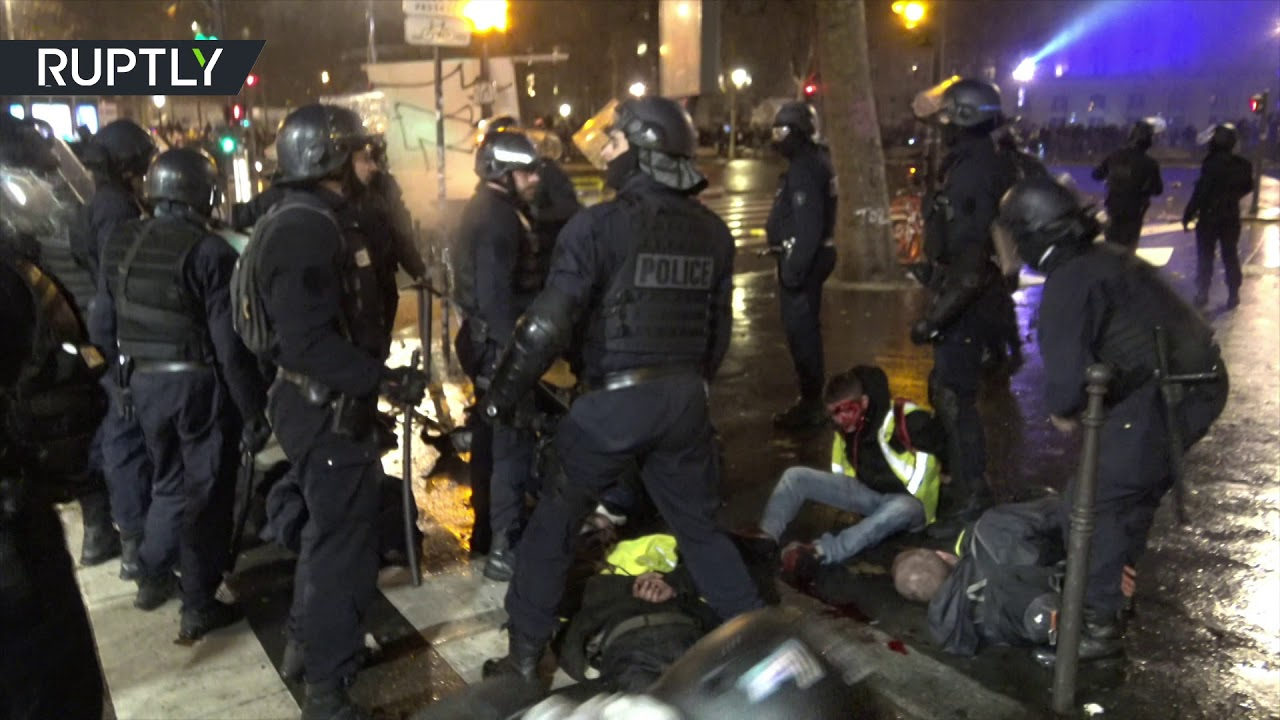 blood-spilled-as-violence-intensities-at-yellow-vests-protest-in-paris-disturbing-video