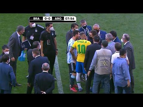 The moment the Brazil vs. Argentina game is stopped. El momento en que se paro el partido.