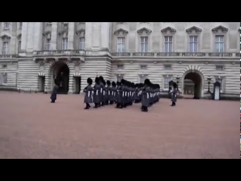 London - Changing guard in Buckingham palace (Complete)