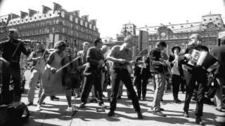 17 Hippies - Tarantella