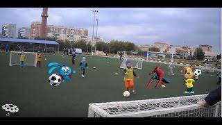 Макс играет в  футбол // Max plays soccer