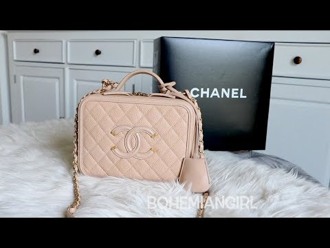 cd28899060296a CHANEL VANITY CASE MEDIUM || REVEAL || WHAT FITS - YouTube