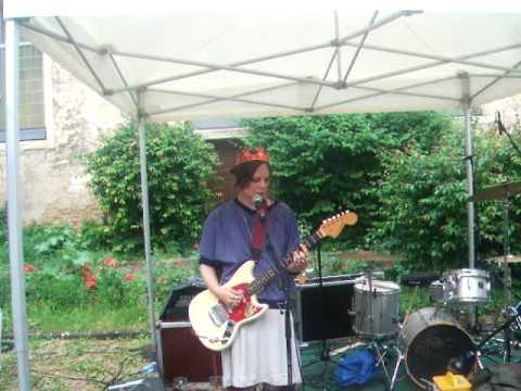 Scout Niblett - I.B.D. live 2010.06.08 @ La Vapeur, Dijon