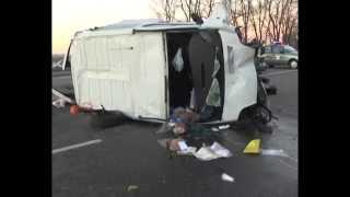 Авто с Бюллетенями Попало в ДТП. Трое Погибших.(http://magnolia-tv.com/ На Киевщине автомобиль с бюллетенями попал в ДТП, в результате которого три человека погибли..., 2014-10-27T11:10:54.000Z)