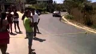 Bloquean carretera de Huatulco en demanda de agua