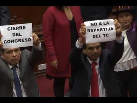 Martín Vizcarra anunció la disolución del Congreso dominado por la oposición