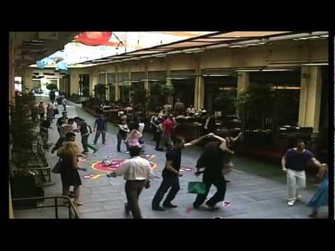 Reveal the Havana side  Dancing in the street