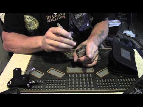 Взлом отмычками --   HD padlock picked open Beginners lesson ™Sparrows Lock Picks (A Harley-Davidson (Master #220) picked open.