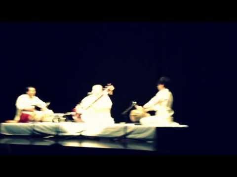 Ustad Shujaat Hussain Khan Live - Raga Pahadi - Lajo Lajo - by roothmens