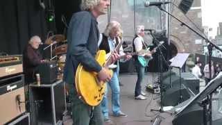 Concert van de band Highway '61 op Koningsdag 2014 in Enschede.