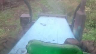 Матвей катается па лесу на МТЗ 1221