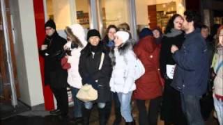 Cheer Mob vor dem Weltladen in Wien
