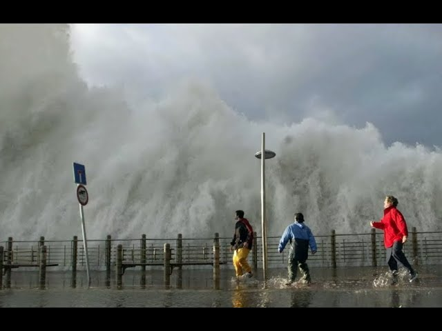 Top 10 Biggest Rogue Waves In Huge Storm and Tsunami